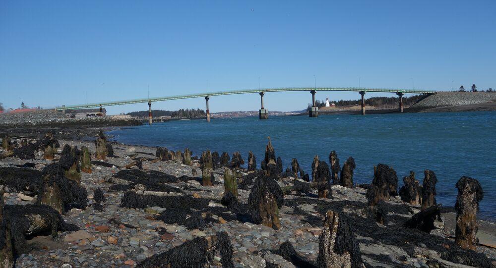 Ponte internacional entre a ilha de Lubec, no Maine (EUA), e Campobello, New Brunswick (Canadá)