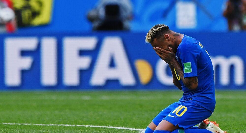 Neymar chora após marcar gol no último minuto da partida contra Costa Rica, em 22 de junho de 2018