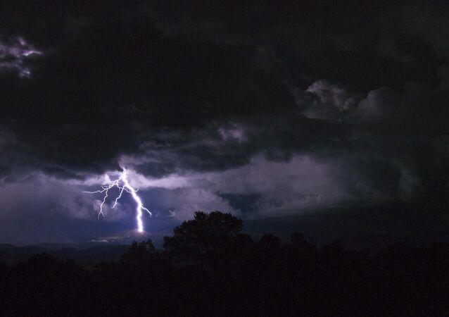 Tempestade com trovoada (imagem referencial)
