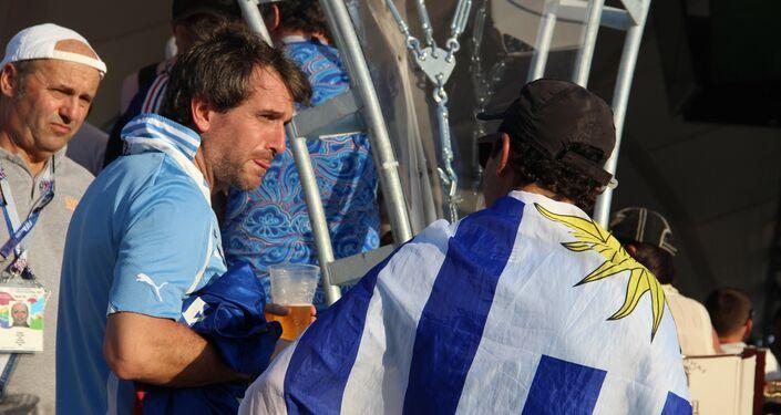 Torcida uruguaia antes do jogo Portugal-Uruguai, em Sochi, em 30 de junho de 2018