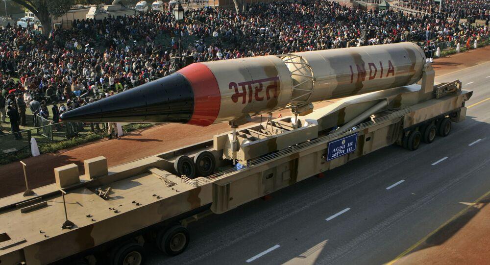 Modelo do míssil indiano Agni-3 durante ensaio da Parada do Dia da República, Nova Deli (foto de arquivo)