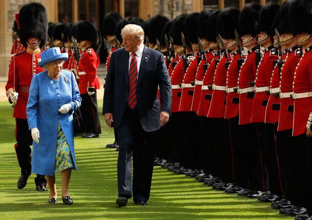Rainha britânica, Elizabeth II, e o presidente dos EUA, Donald Trump, em 13 de julho de 2018
