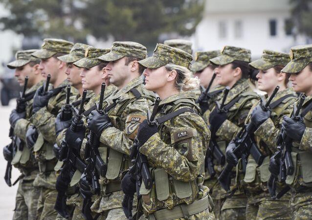 Efetivos da Força de Segurança do Kosovo (KSF) durante uma cerimônia em Pristina, 5 de março de 2018