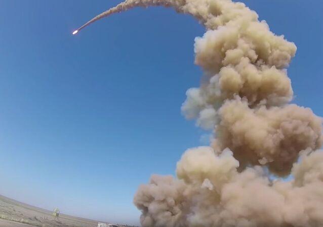 O novo míssil de intercepção […] cumpriu a missão atingindo um alvo convencional no tempo estabelecido, assinalou o vice-comandante de uma unidade de defesa antiaérea e antimísseis da Força Aeroespacial russa, major-general Andrei Prikhodko.