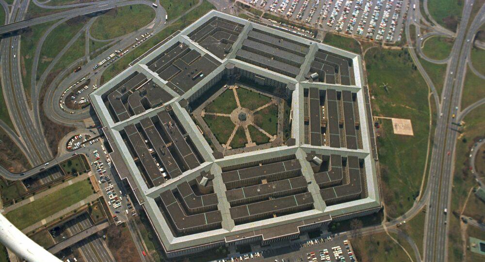 Vista aérea do prédio pentagonal de cinco lados, sede do Departamento de Defesa dos Estados Unidos, em Arlington, Virgínia.