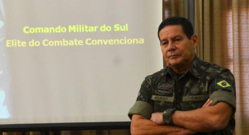General da reserva, Antonio Hamilton Mourão.