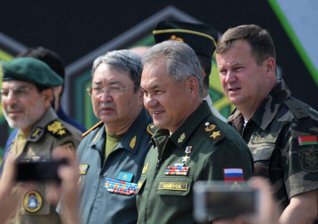 Abertura da competição de tanques durante jogos internacionais militares na Rússia.