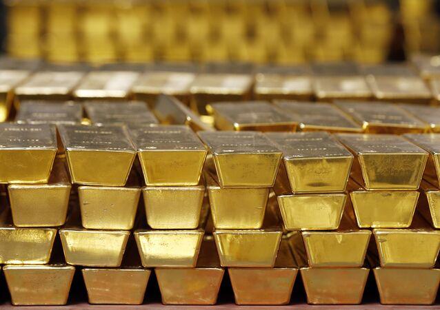 Barras de ouro empilhadas em cofre na Casa da Moeda dos Estados Unidos, Nova York, em 22 de julho de 2014 (imagem de arquivo)