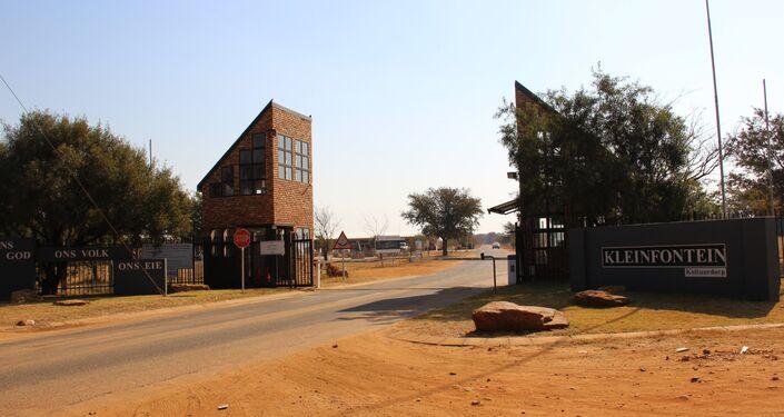 Portões de entrada em Kleinfontein, na África do Sul
