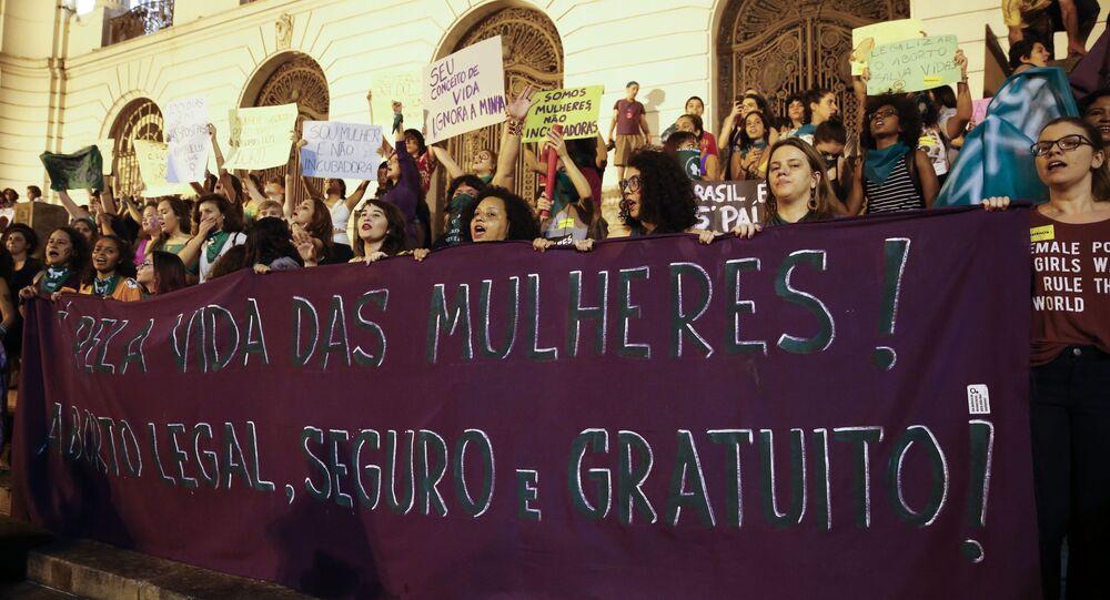 Discussão sobre o aborto ainda causa muita polarização no Brasil