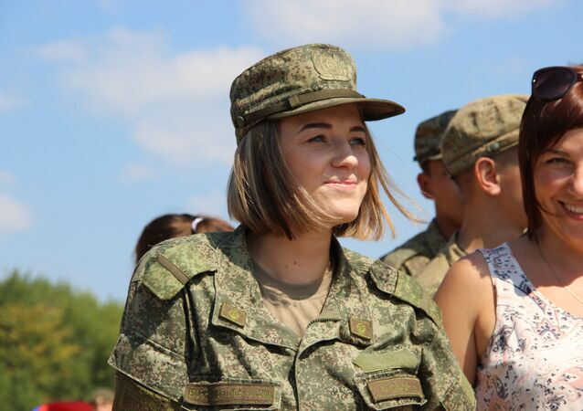Militar russa assiste ao concurso Otkrytaya Voda 2018