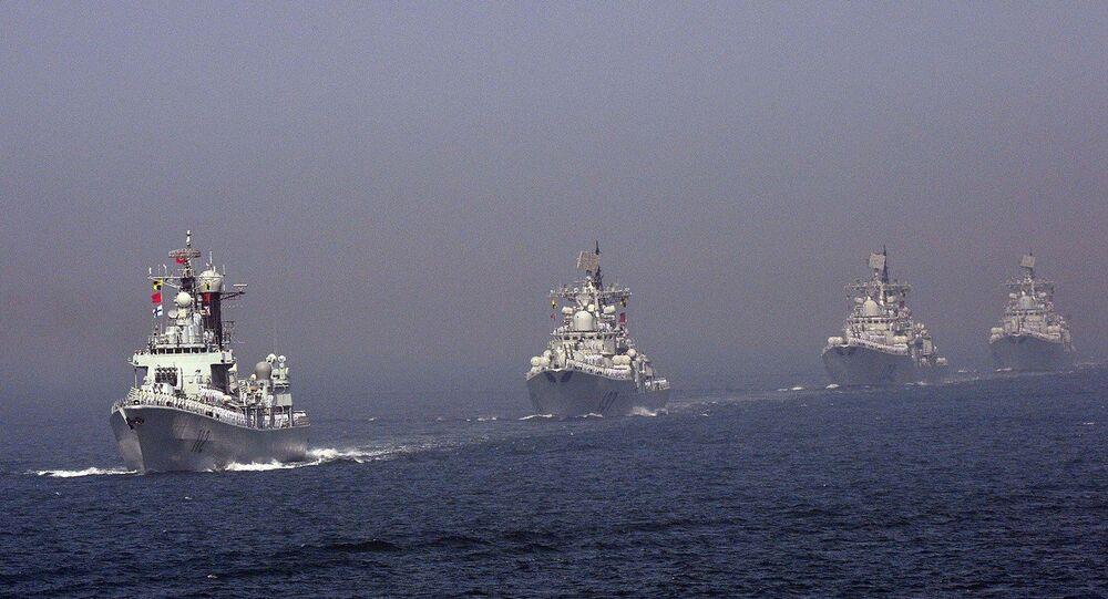 Navios da Marinha chinesa participam de manobras no mar Amarelo