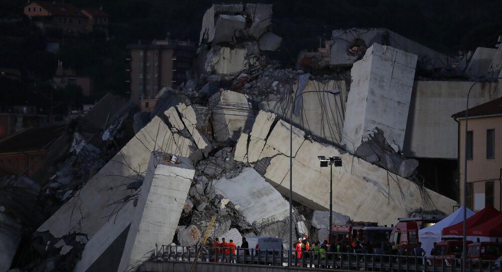 Escombros da ponte Morandi, que desabou nesta terça-feira, 14, na cidade italiana de Gênova