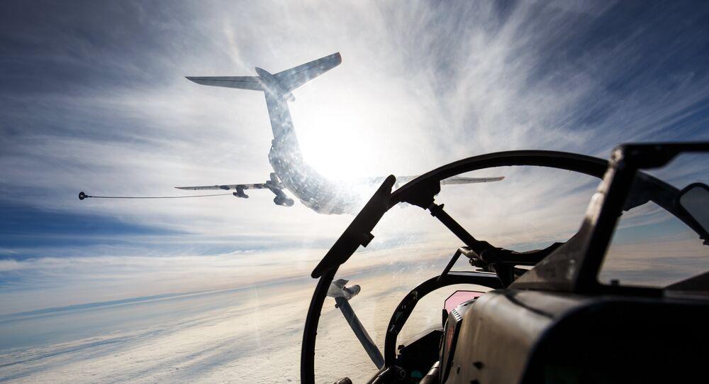 Avião-cisterna Il-78 participa das manobras da Frota do Mar Negro da Marinha russa