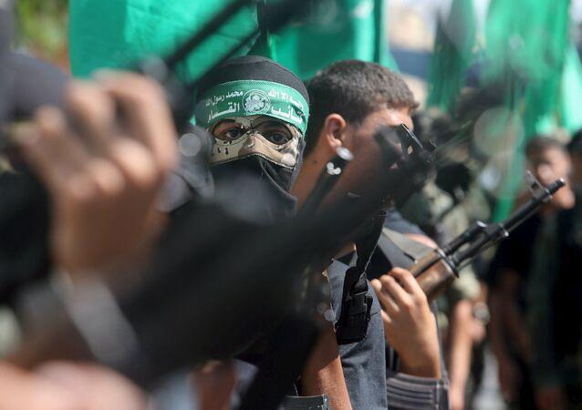 Militantes palestinos do Hamas participam de um protesto contra a operação da polícia israelense na mesquita de al-Aqsa, no sul da Faixa de Gaza, em 18 de setembro de 2015