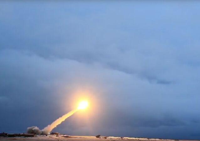 Lançamento de míssil de cruzeiro Burevestnik