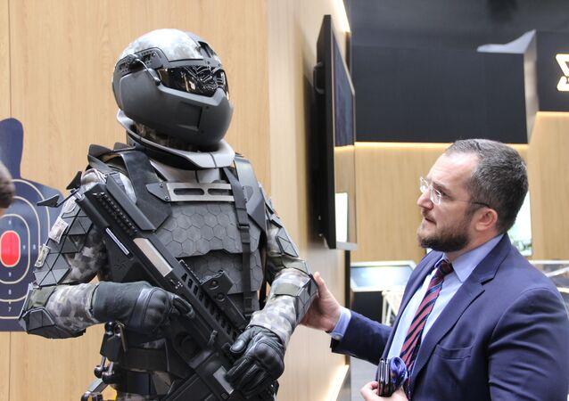 Equipamento militar Ratnik, também chamado de equipamento de soldado do futuro, é mostrado durante o fórum militar EXÉRCITO 2018