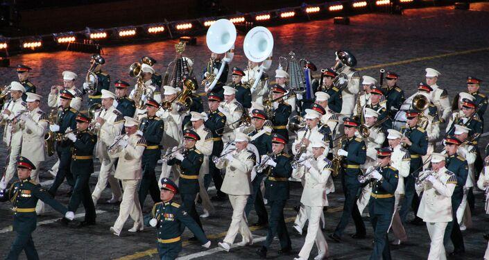 Músicos militares russos participam da abertura do festival Spasskaya Bashnya na Praça Vermelha, em 24 de agosto de 2018
