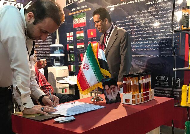 Um stand da República Islâmica do Irã na 59ª Feira Internacional de Damasco que foi aberta pela primeira vez desde o início do conflito armado na Síria.
