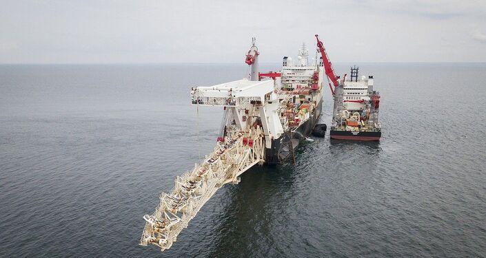 Navio Solitaire inicia os trabalhos de instalação do gasoduto Nord Stream 2 no golfo da Finlândia, em 5 de setembro de 2018