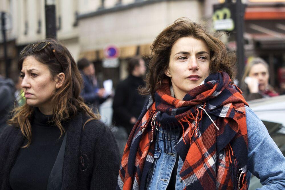 Francesas na capital do país, Paris