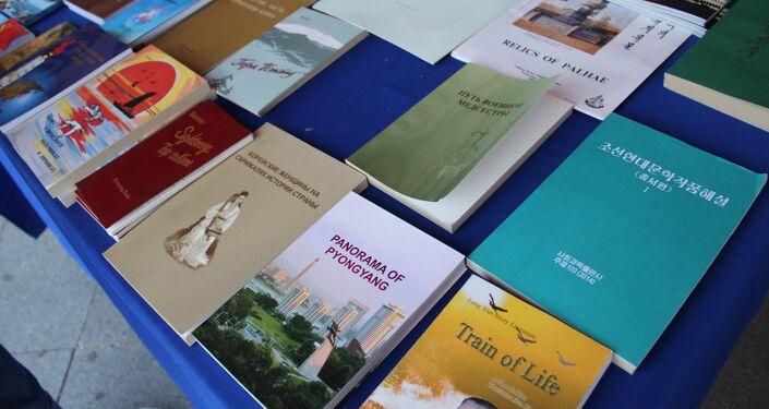 Livros na feira norte-coreana em Vladivostok, em 11 de setembro de 2018