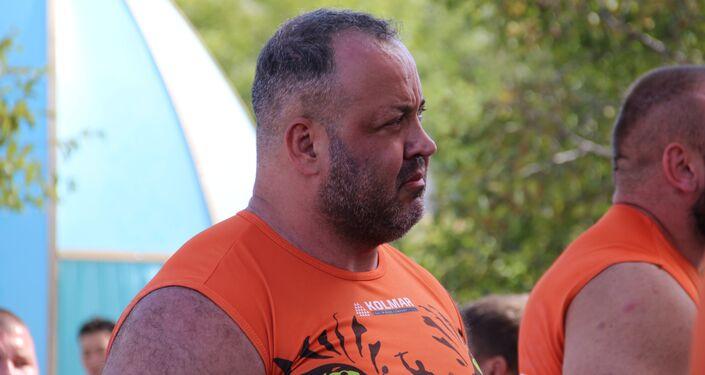 Ricardo Gevaerd Nort, atleta de mas-wrestling do Brasil e primeiro da América do Sul, participa do torneio no âmbito do Fórum Econômico Oriental 2018, em Vladivostok, em 12 de setembro