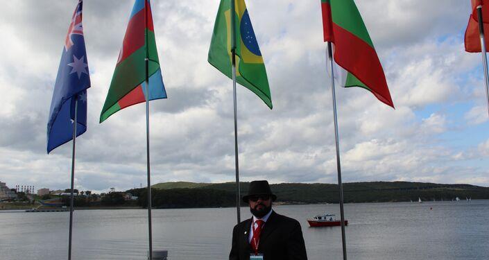 Vilmar Silva Oliveira, presidente da Federação de Mas-Wrestling do Brasil, participa do torneio no âmbito do Fórum Econômico Oriental 2018, em Vladivostok, em 12 de setembro