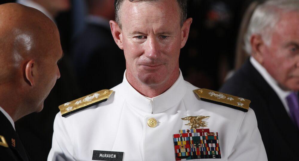 Almirante William McRaven durante uma cerimônia na Casa Branca em 2011.