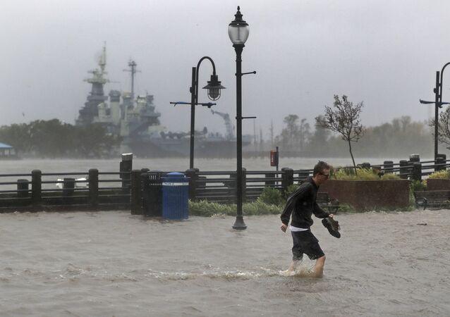 Ruas alagadas em Wilmington, Carolina do Norte, após a passagem do furacão Florence