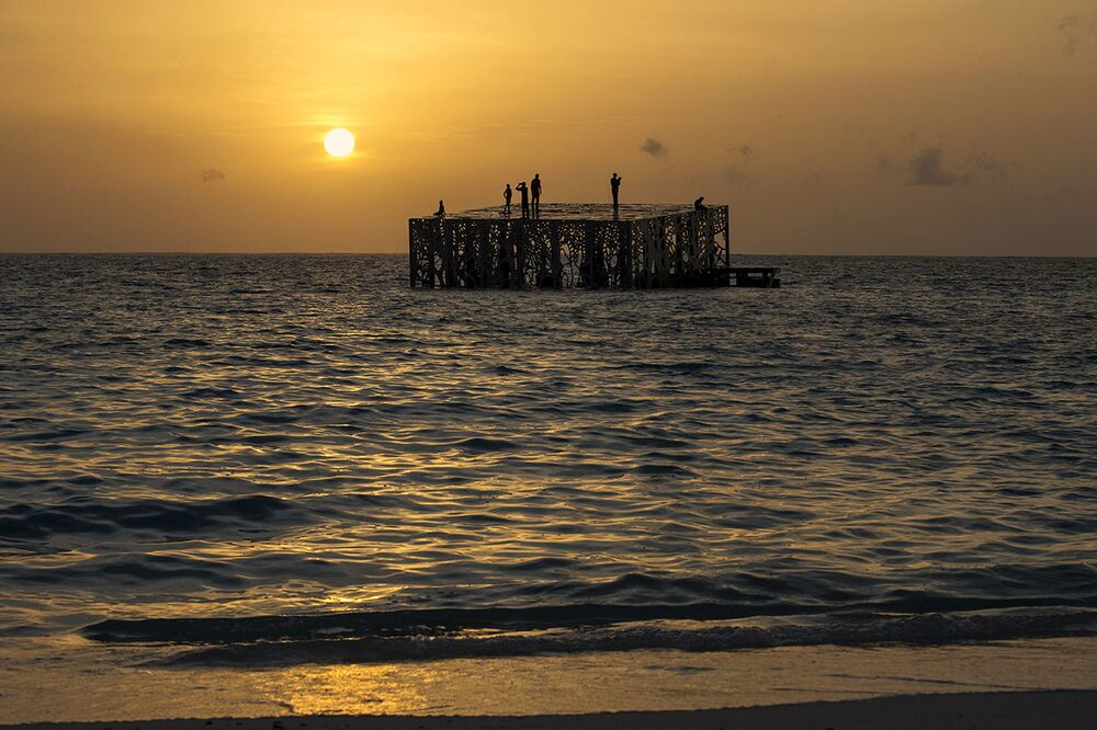 Galeria de arte semissubmersa, construída pelo escultor e fotógrafo Jason deCaires Taylor, nas ilhas Maldivas