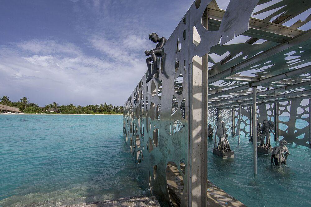 Estrutura da galeria de arte subaquática Coralarium, do escultor britânico Jason deCaires Taylor, nas ilhas Maldivas