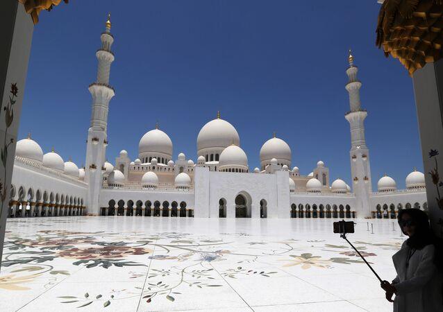 A Grande Mesquita do Sheikh Zaye, em Abu Dhabi, capital dos Emirados Árabes Unidos