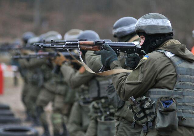 Militares da Guarda Nacional da Ucrânia se treinam conforme os padrões da OTAN (foto de arquivo)