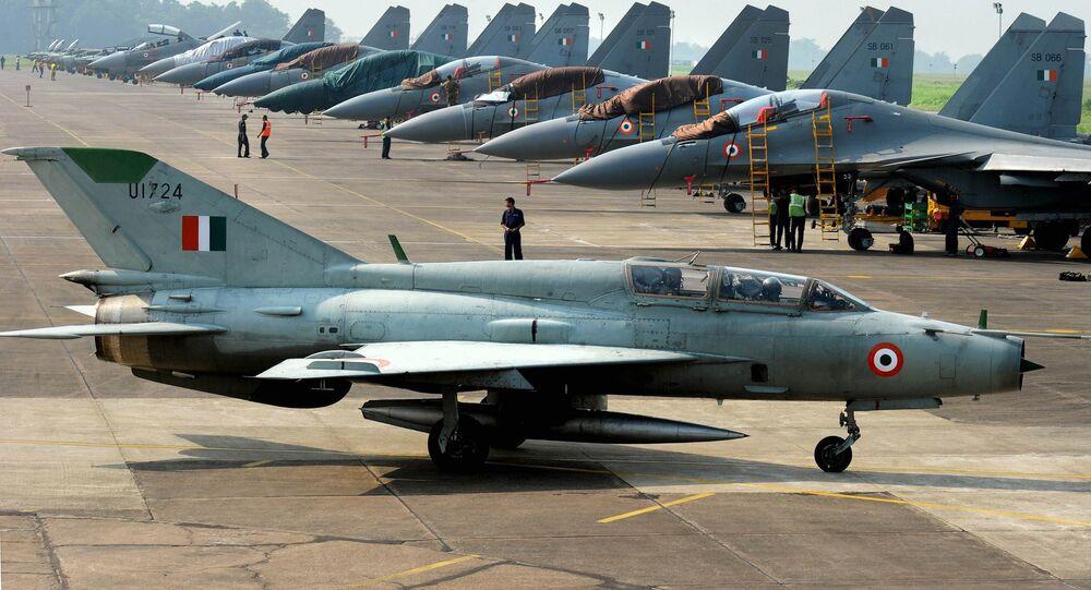 Caça MiG-21 da Força Aérea da Índia na base aérea de Kalaikunda (foto de arquivo)