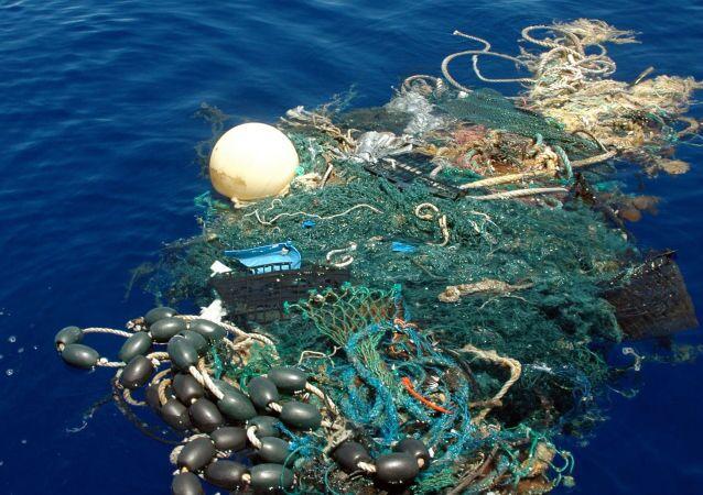 Resíduos industriais jogados no oceano Pacífico (arquivo)