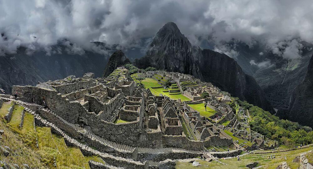 A montanha de Huayna Picchu, no Peru, oferece uma trilha para contemplar de cima (mais de 360 m) o famoso santuário de Machu Picchu.