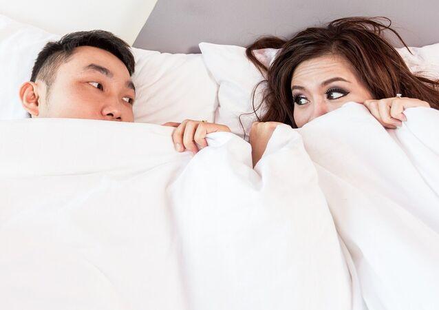 Casal na cama (imagem de arquivo)