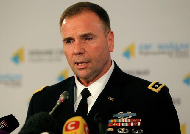 Ex-comandante do Exército dos Estados Unidos da Europa (USAREUR) General Ben Hodges