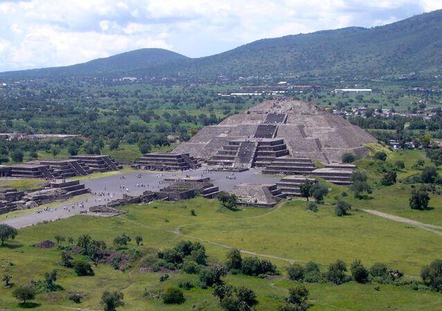 Pirâmide da Lua na cidade de Teotihuacan, México