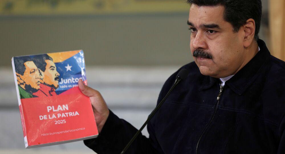 Presidente venezuelano, Nicolás Maduro, atende a uma reunião com ministros, em 24 de outubro de 2018