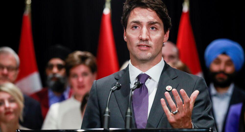 O primeiro-ministro do Canadá, Justin Trudeau, fala à mídia na cidade canadenese de Calgary, em 2017.