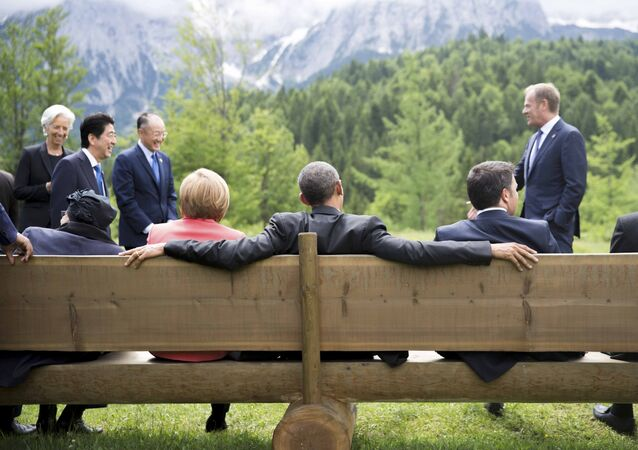 Líderes do G7 em uma conversa informal durante a cúpula do grupo na Alemanha.