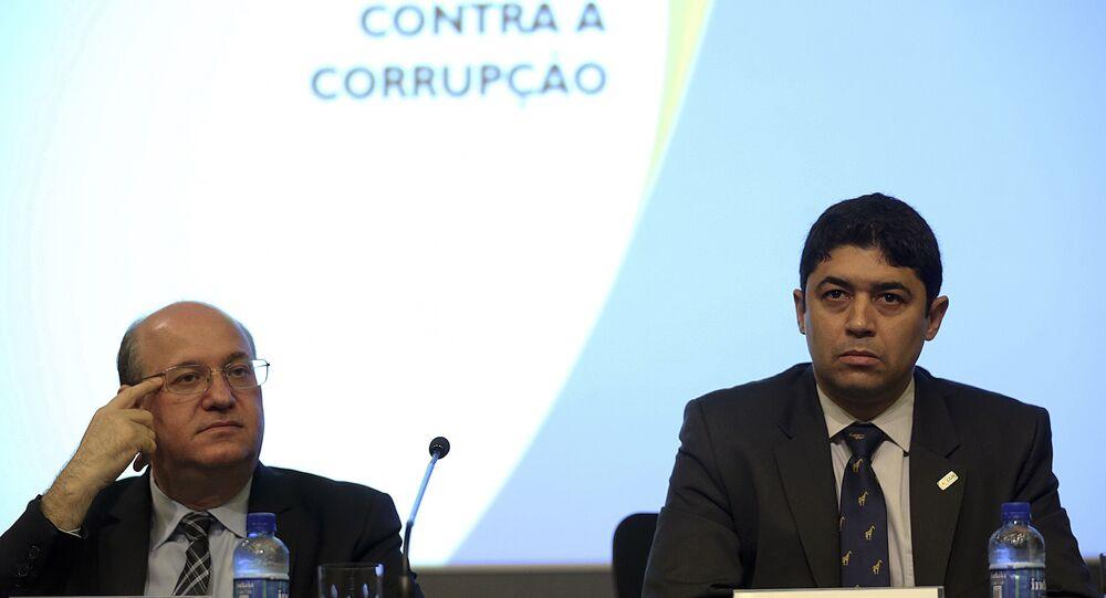 Wagner Rosário (à dir.) será mantido no comando da CGU em 2019