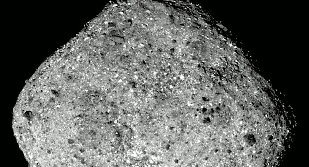 Imagem do asteroide Bennu captada pela sonda OSIRIS-REx, 3 de dezembro de 2018.