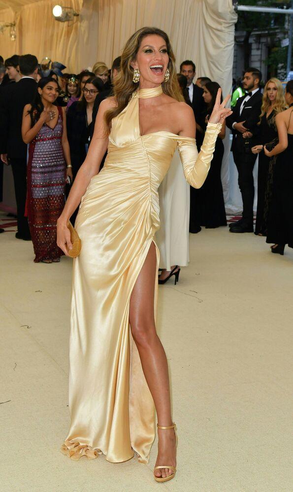 Supermodelo brasileira Gisele Bündchen no tapete vermelho do baile beneficente de Gala do Met 2018