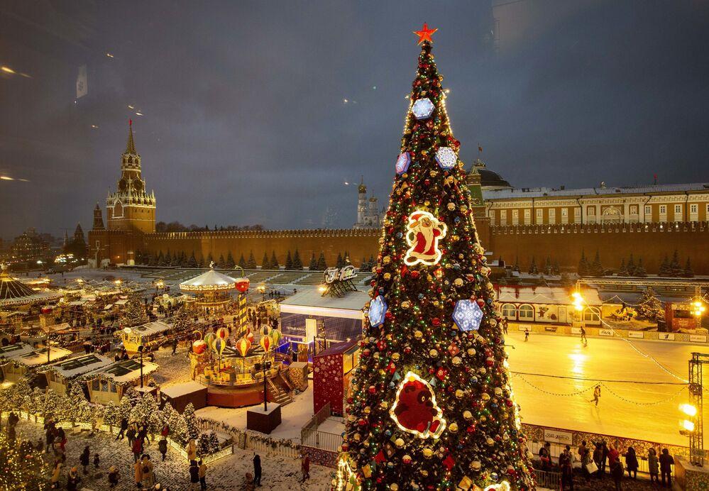 Árvore de Natal na Praça Vermelha, em Moscou
