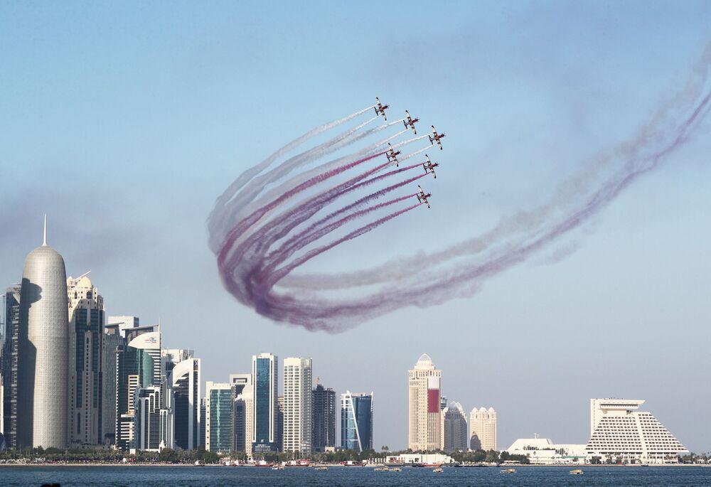 Aeronaves militares participam das comemorações do Dia Nacional do Qatar, em Doha, 18 de dezembro de 2018
