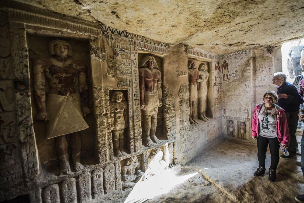 Túmulo recentemente descoberto na necrópole de Saqqara, no Egito, 15 de dezembro de 2018