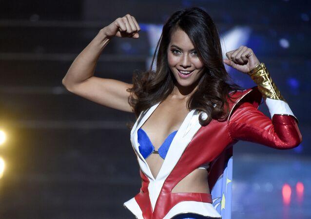 Miss Tahiti Vaimalama Chaves se apresenta durante concurso de beleza Miss França 2019 em Lille, França, 15 de dezembro de 2018